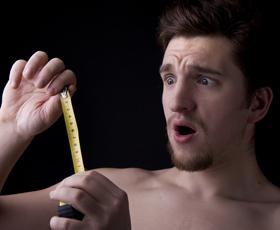 penisul introdus în gât)