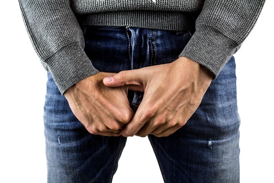 penisul meu este curbat în jos)