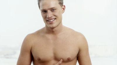 care medic examinează penisul ceea ce este considerat un penis mic