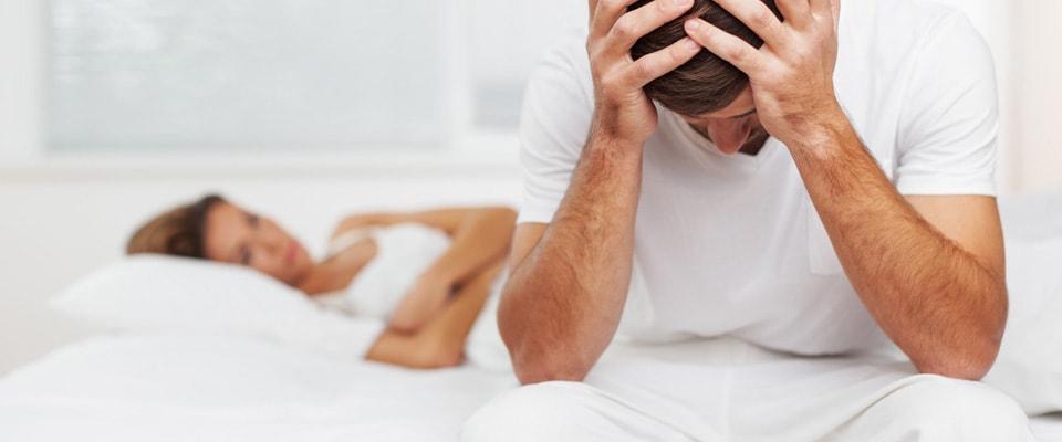 Disfuncţia erectilă: cauze, simptome, tratament