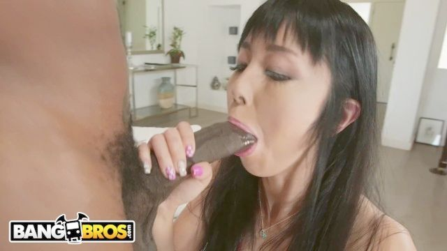Penis (2,596 clips)