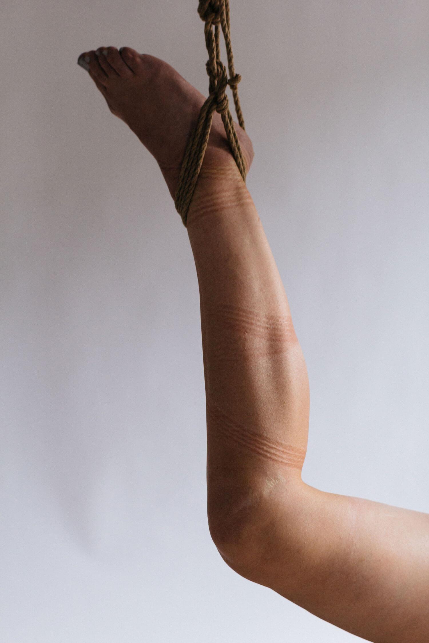 se pune o șosetă pe penis