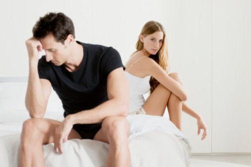 o erecție a dispărut în timpul actului sexual)